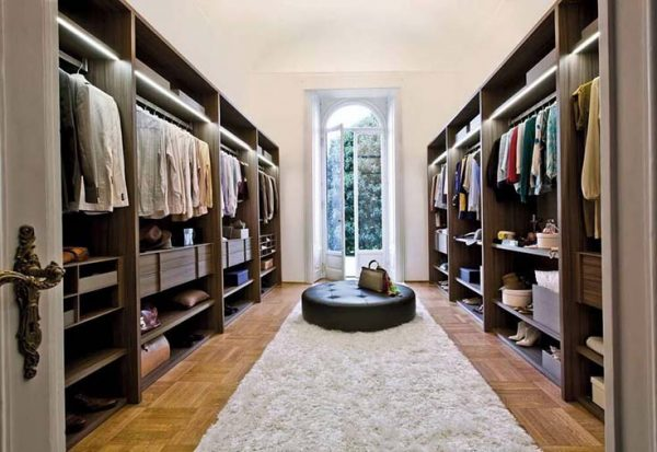 High End Walk In Closet With Seating Area #closet #storage #decorhomeideas