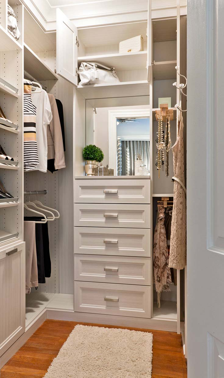 Small Feminine Walk In Closet #closet #storage #decorhomeideas