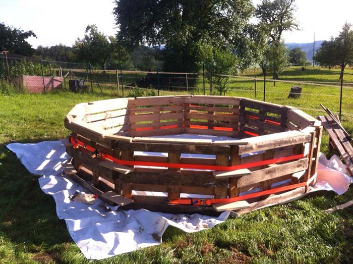 Swimming Pool Made Out Of Pallets Step 2