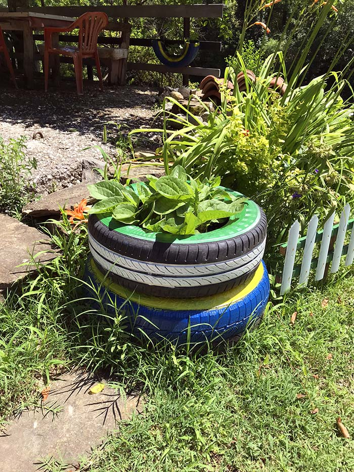 Two Tires Flower Planter #garden #oldtires #decorhomeideas