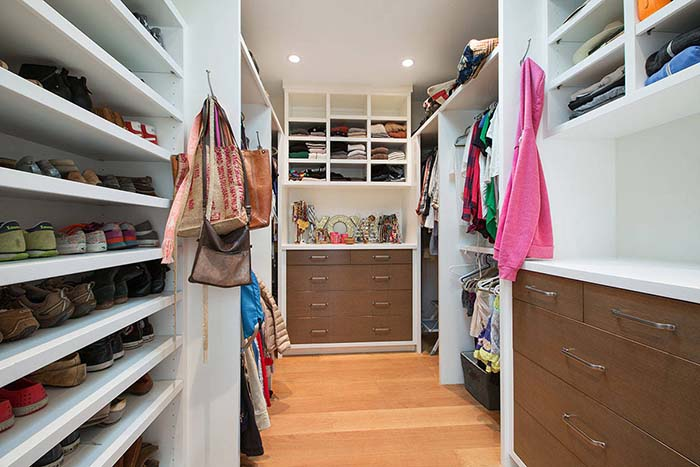 Walk In Closet Organization Ideas #closet #storage #decorhomeideas