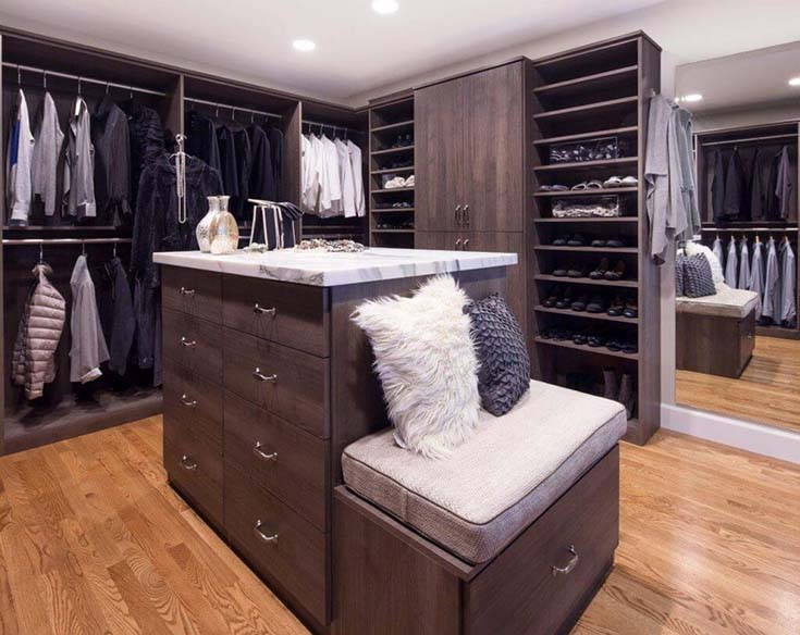 Walk In Closet With Island #closet #storage #decorhomeideas