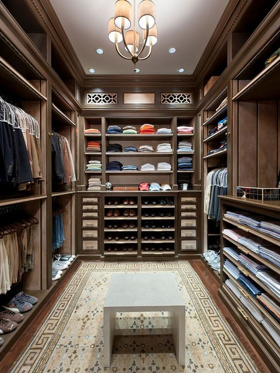Walk In Closet With Rug #closet #storage #decorhomeideas