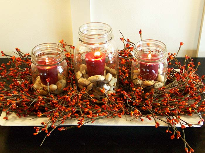 Berry Garland Fall Mason Jar Centerpiece #falldecor #masonjar #decorhomeideas