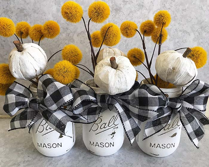 Black and White Plaid Mason Jar Fall Decor #falldecor #masonjar #decorhomeideas
