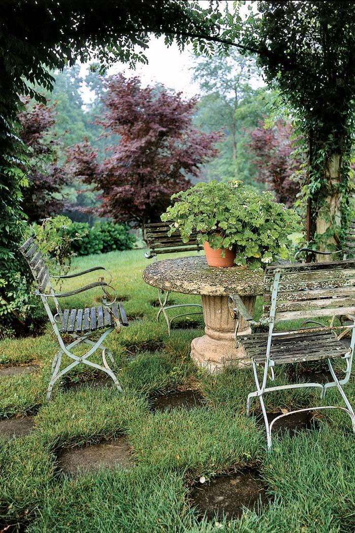 Lush Greenery Seating Area #garden #landscaping #decorhomeideas
