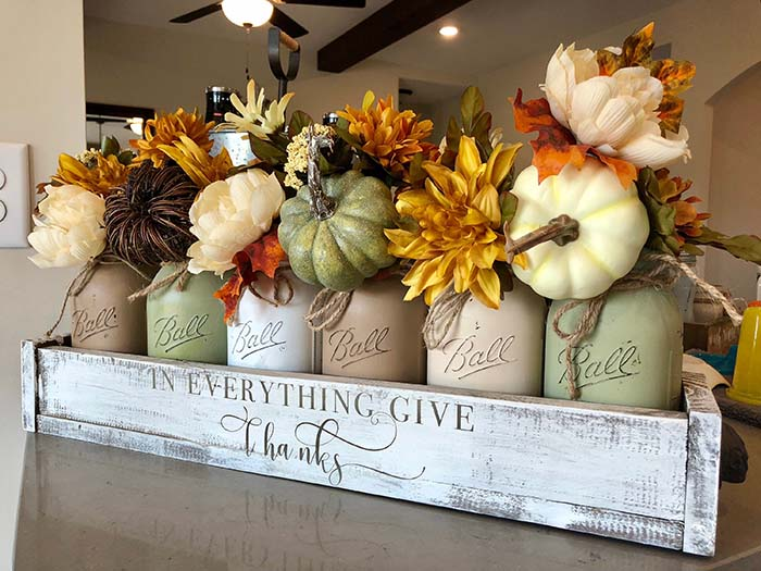 Pumpkin Mason Jar Fall Crafts Centerpiece #falldecor #masonjar #decorhomeideas