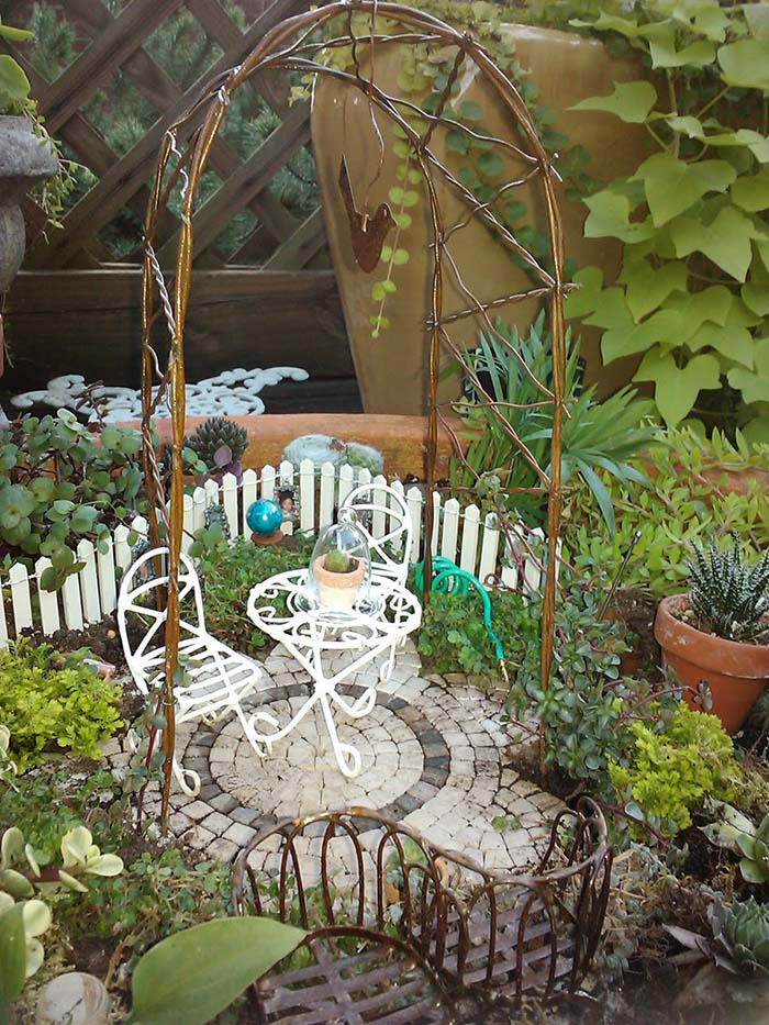 Beautiful Mini Garden With Arbor #fairygarden #diy #decorhomeideas