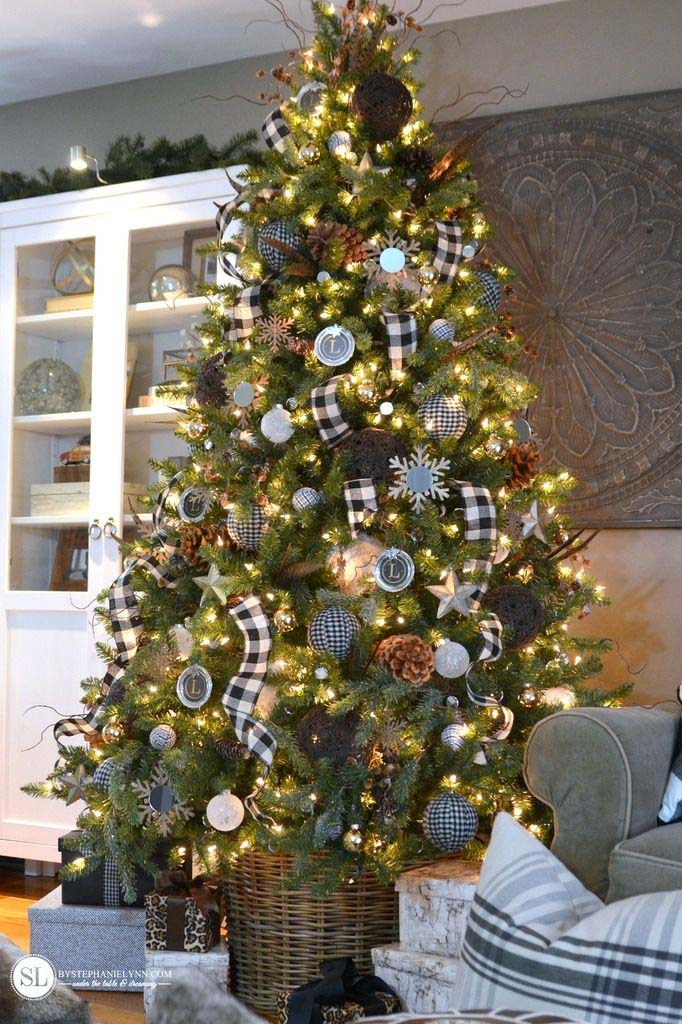 Black and White Buffalo Check Christmas Tree #Christmas #buffalocheck #diy #decorhomeideas