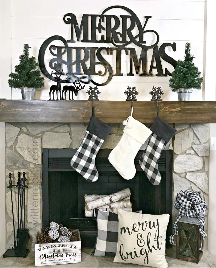 Buffalo Check Black and White Christmas Mantel #Christmas #buffalocheck #diy #decorhomeideas