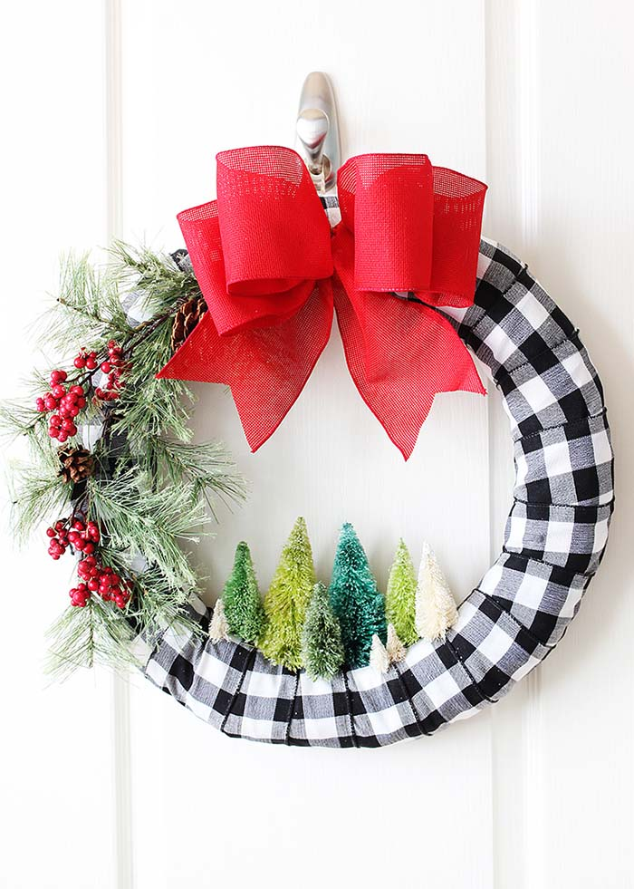 Bottle Brush DIY Christmas Wreath #Christmas #buffalocheck #diy #decorhomeideas