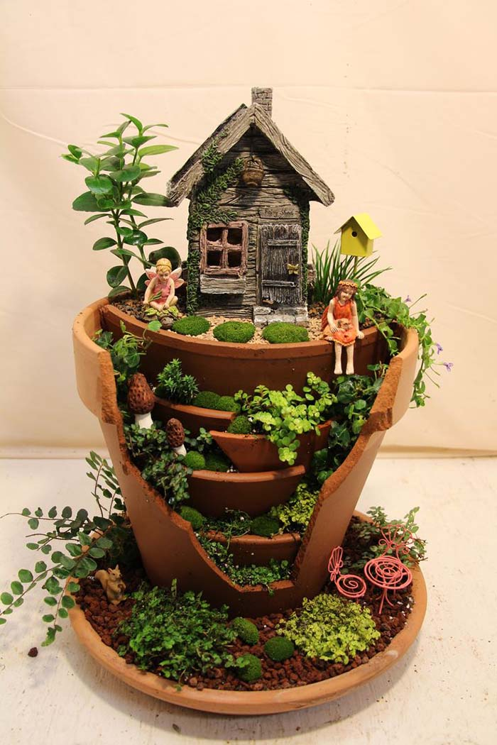 Broken Fairy Pot With Elfs #fairygarden #diy #decorhomeideas