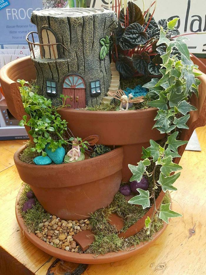 Broken Flower Pot Fairy Garden #fairygarden #diy #decorhomeideas