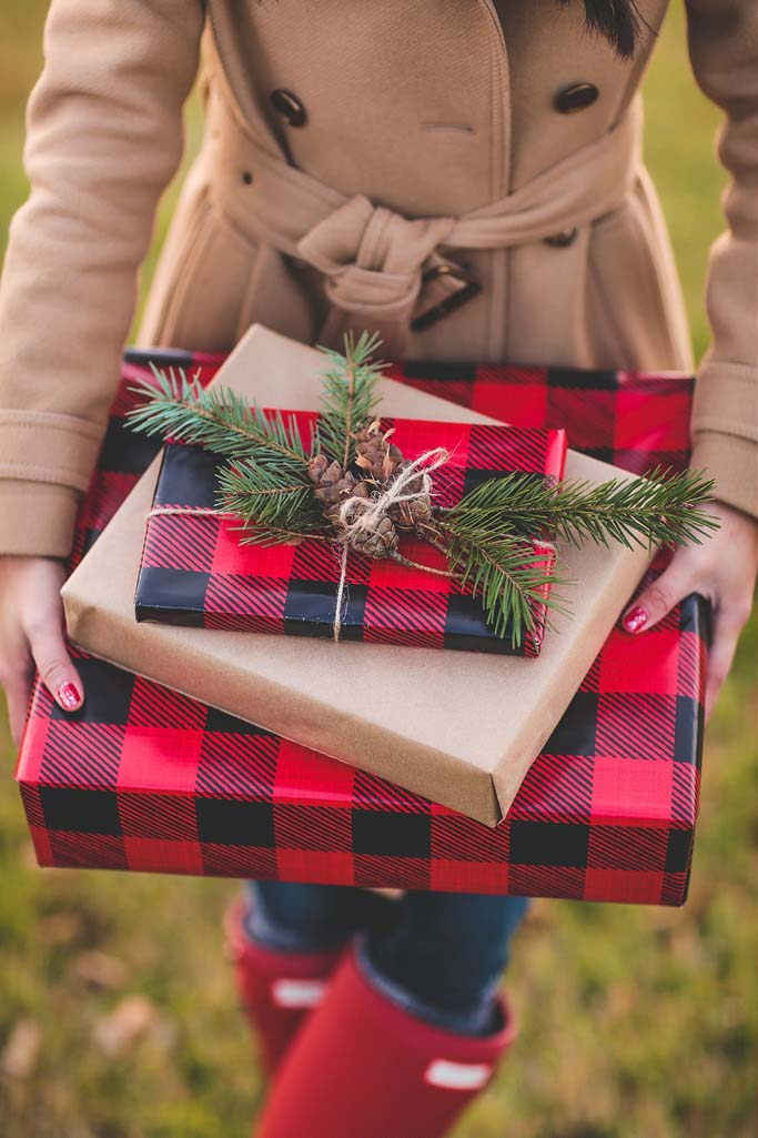 Buffalo Check Christmas Gift Wraps #Christmas #buffalocheck #diy #decorhomeideas