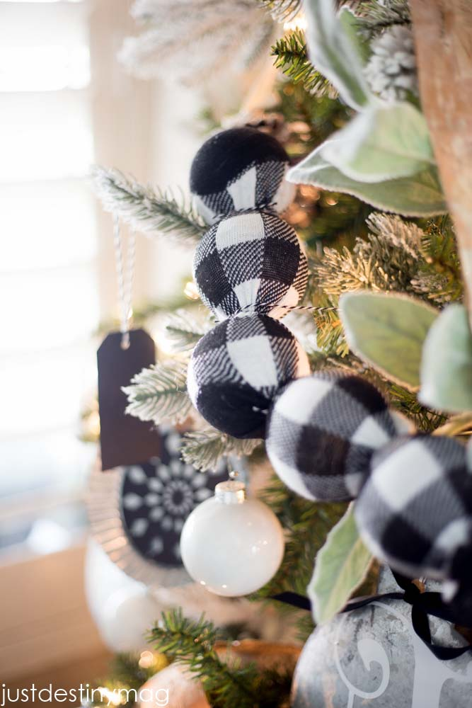 Buffalo Check Garland Ornament #Christmas #buffalocheck #diy #decorhomeideas
