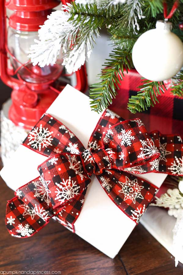 Buffalo Check Gift Wrap #Christmas #buffalocheck #diy #decorhomeideas