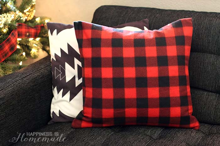 Buffalo Check Plaid Holiday Pillow from a Target Dollar Spot Blanket #Christmas #buffalocheck #diy #decorhomeideas