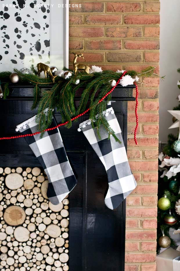 Buffalo Check Stockings #Christmas #buffalocheck #diy #decorhomeideas
