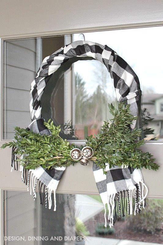 Buffalo Check Wreath Using a Scarf #Christmas #buffalocheck #diy #decorhomeideas