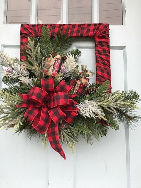 Buffalo Plaid Christmas Front Door Decoration #Christmas #buffalocheck #diy #decorhomeideas