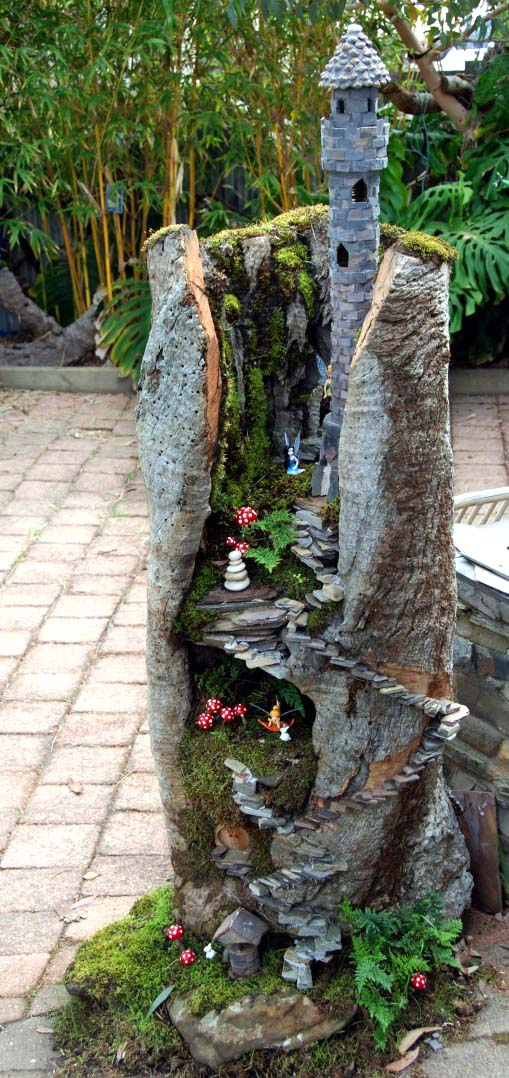 Castle Fairy Garden Tree Log #fairygarden #diy #decorhomeideas
