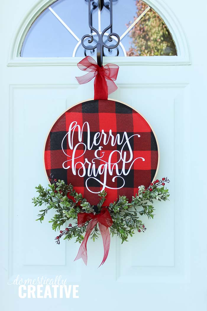 DIY Christmas Buffalo Check Hoop Wreath #Christmas #buffalocheck #diy #decorhomeideas