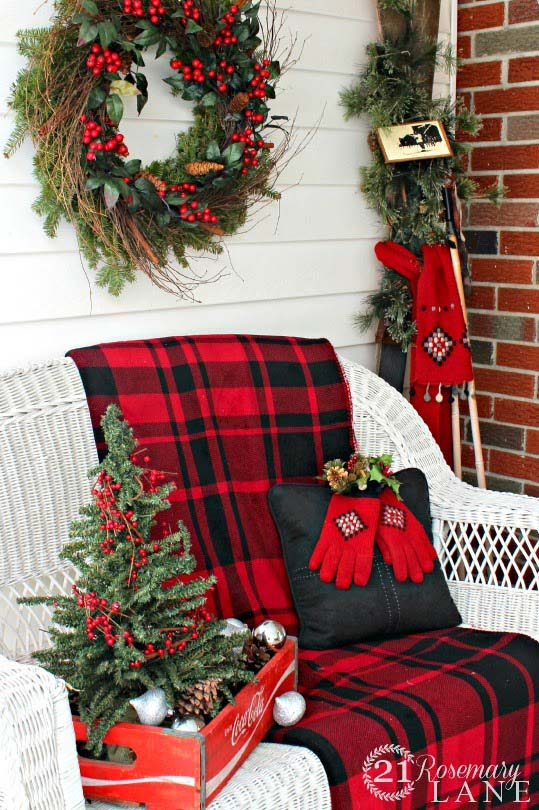 Christmas Front Porch Loveseat Buffalo Check #Christmas #buffalocheck #diy #decorhomeideas