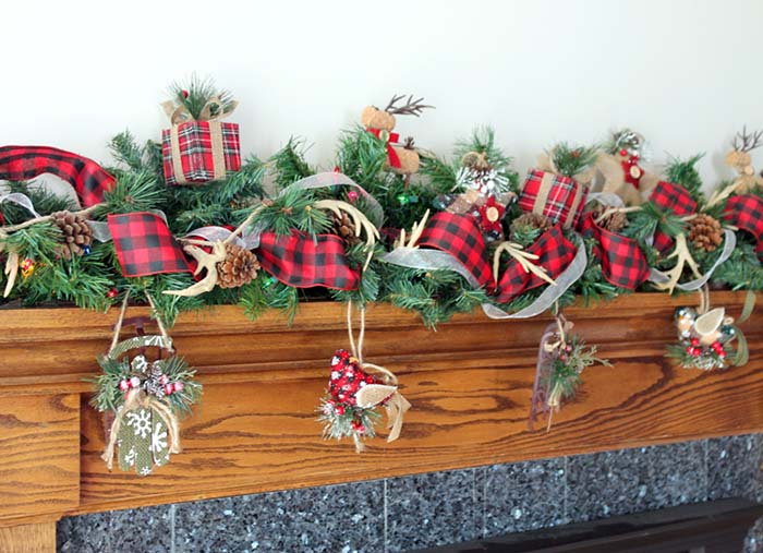 Christmas Plaid Garland #Christmas #buffalocheck #diy #decorhomeideas