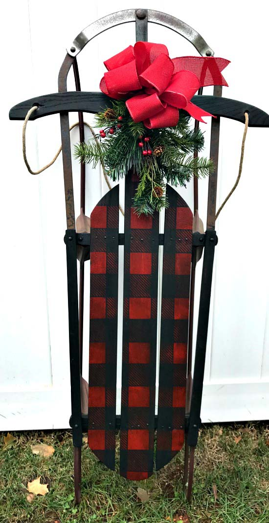 DIY Stenciled Christmas Buffalo Check Vintage Sled #Christmas #buffalocheck #diy #decorhomeideas