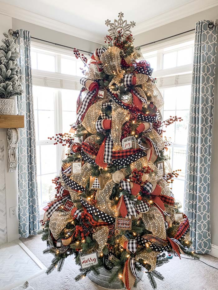 Christmas Tree Ideas Using Buffalo Check Ribbon #Christmas #buffalocheck #diy #decorhomeideas