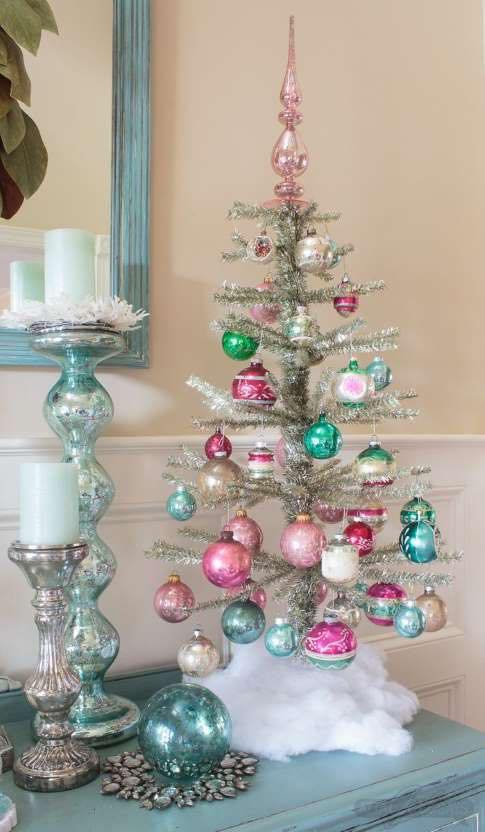 Classic Small Christmas Tree #Christmas #trees #decorhomeideas
