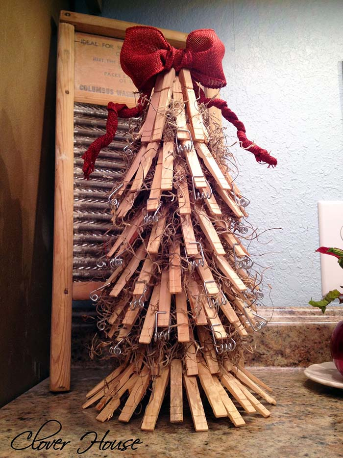 Clothespin Christmas Tree #Christmas #trees #decorhomeideas