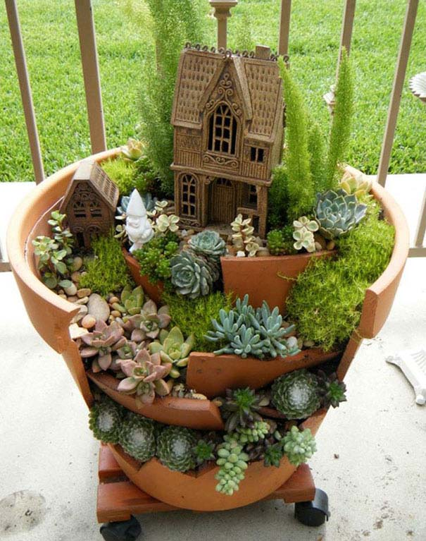 DIY Broken Clay Pot Fairy Garden #fairygarden #diy #decorhomeideas