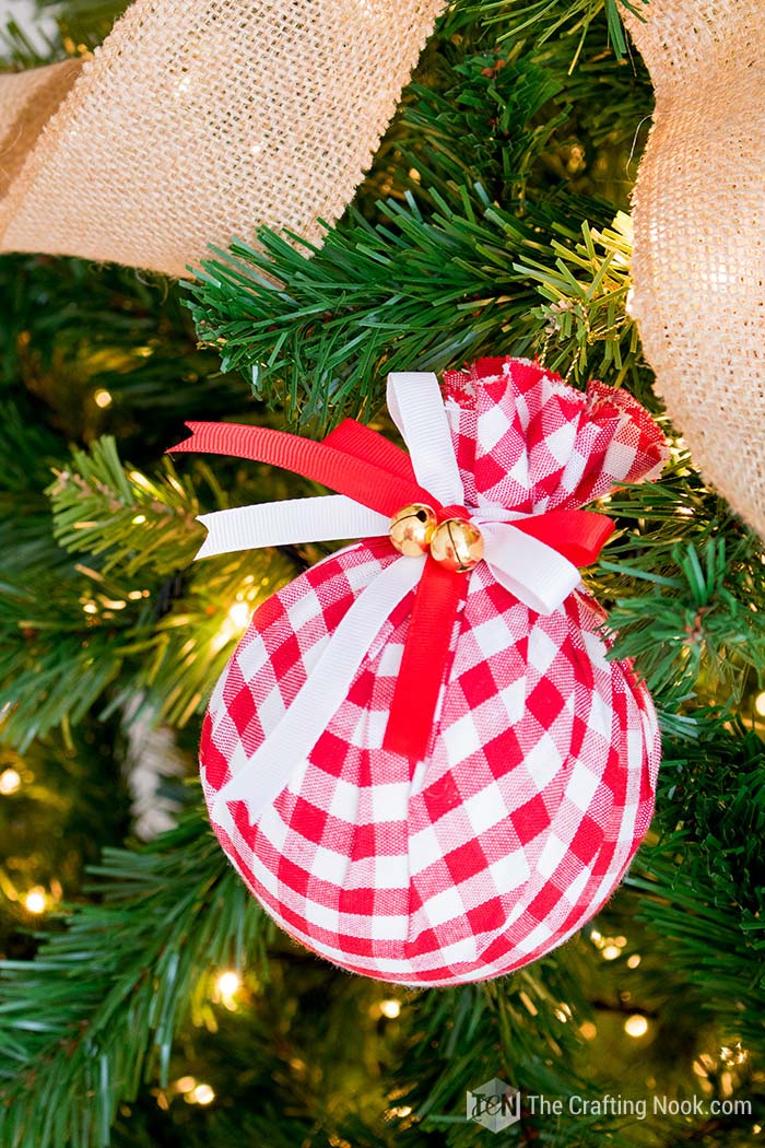 DIY Buffalo Check Christmas Ornament Decor #Christmas #buffalocheck #diy #decorhomeideas