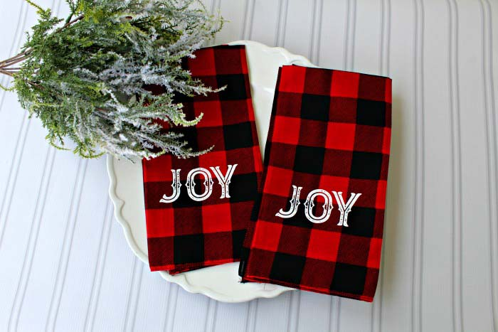 DIY Buffalo Check Cloth Bandana Napkins #Christmas #buffalocheck #diy #decorhomeideas