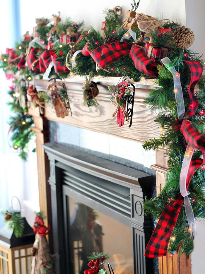 DIY Mantel Decoration With Buffalo Check Garland #Christmas #buffalocheck #diy #decorhomeideas