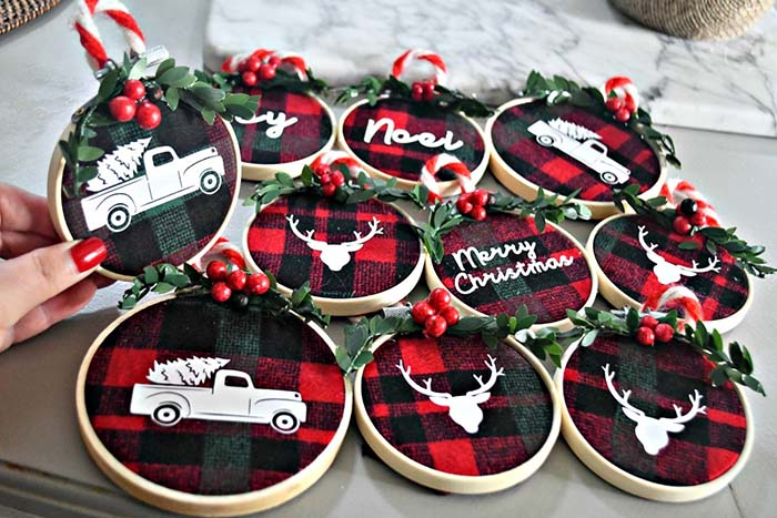 DIY Embroidery Buffalo Check Christmas Ornaments #Christmas #buffalocheck #diy #decorhomeideas