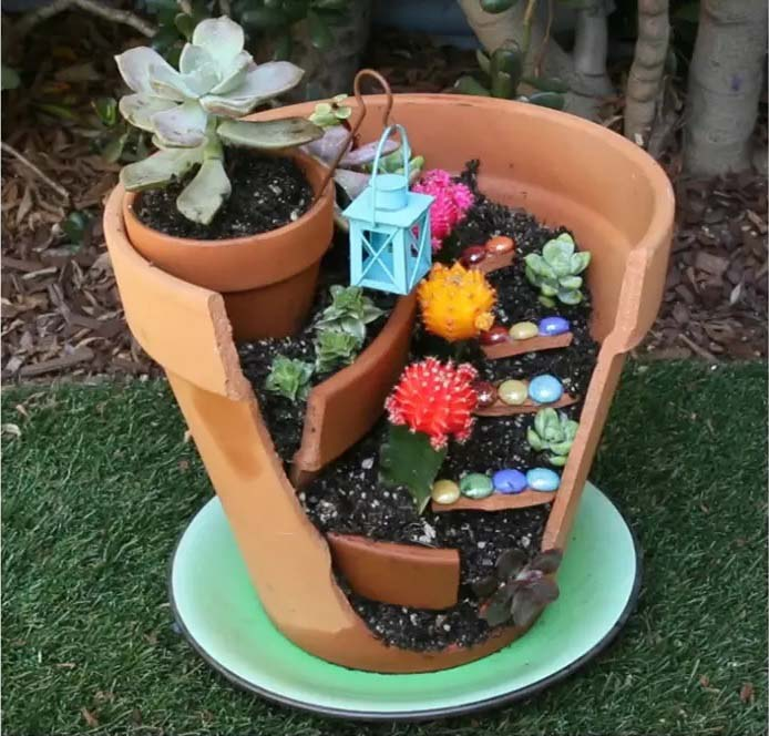 Easy Broken Pot Fairy Garden DIY #fairygarden #diy #decorhomeideas