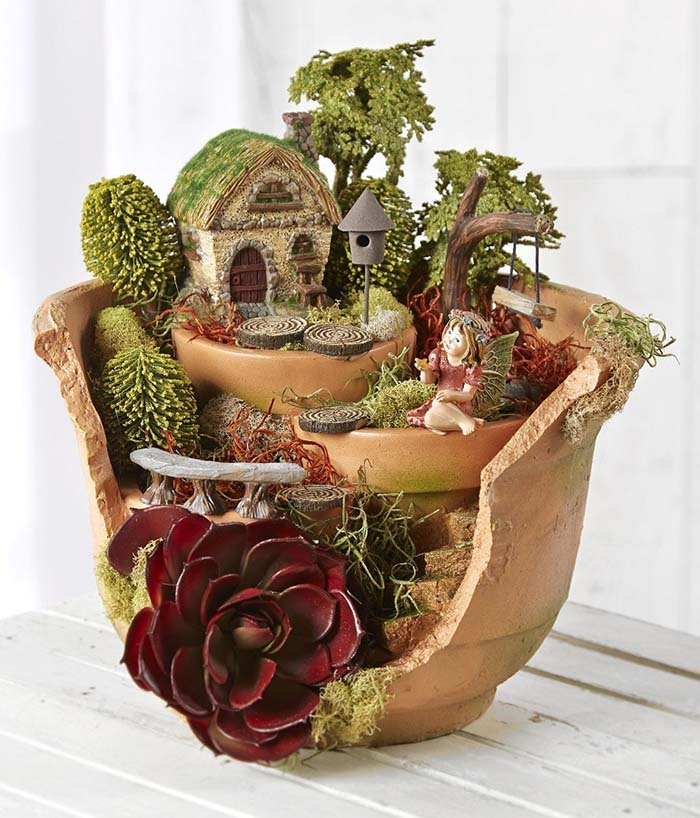 Fairy Garden Broken Pot With Succulents #fairygarden #diy #decorhomeideas