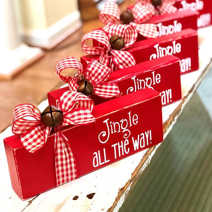 Jingle Bell Block Christmas Sign #Christmas #buffalocheck #diy #decorhomeideas
