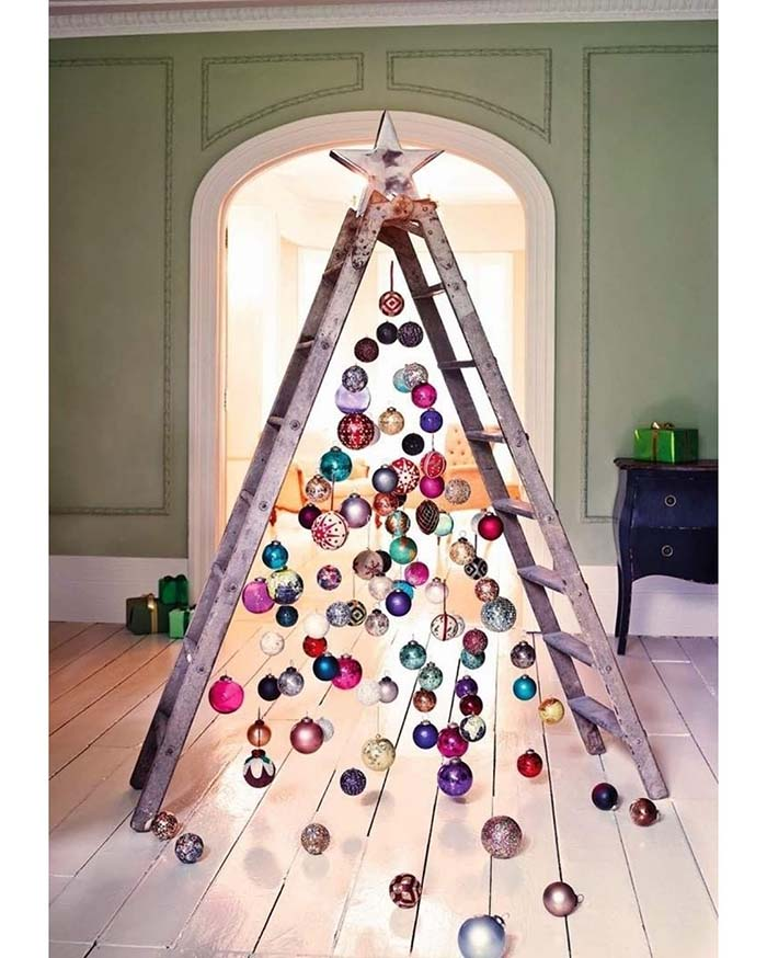 Ladder With Ornaments Christmas Tree #Christmas #trees #decorhomeideas