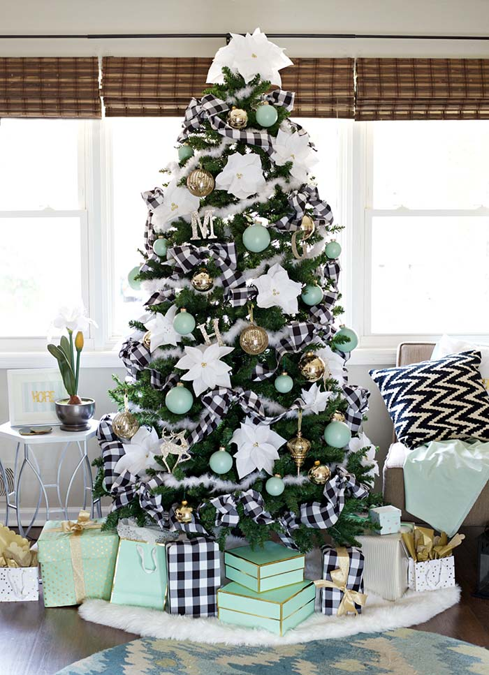 Mint Colored Christmas Tree #Christmas #buffalocheck #diy #decorhomeideas