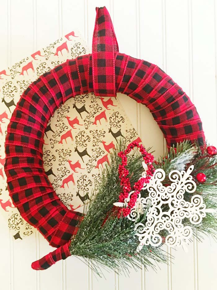 Plaid Christmas Wreath DIY #Christmas #buffalocheck #diy #decorhomeideas