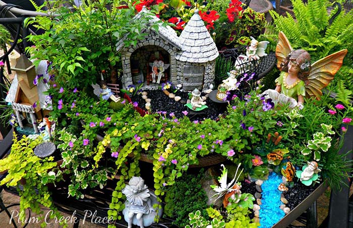 Playing In The Fairy Garden #fairygarden #diy #decorhomeideas