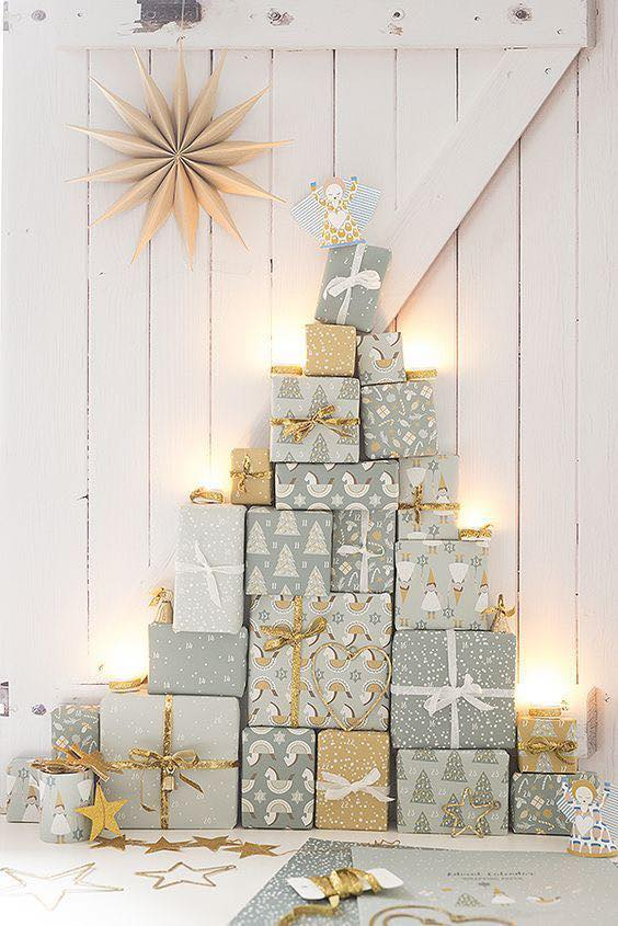 Unique Christmas Tree Made Out Of Presents #Christmas #trees #decorhomeideas