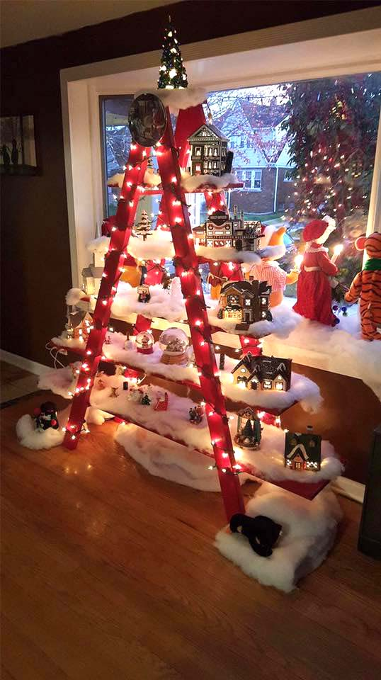Red Ladder Christmas Tree #Christmas #trees #decorhomeideas