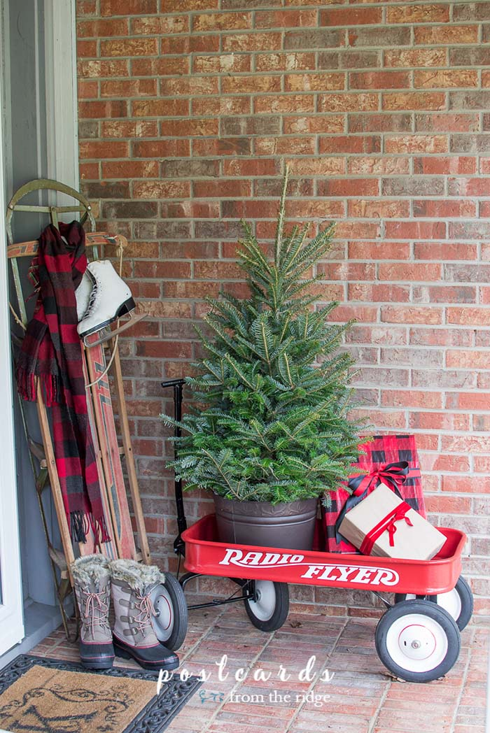 Red Wagon Buffalo Check Front Porch #Christmas #buffalocheck #diy #decorhomeideas