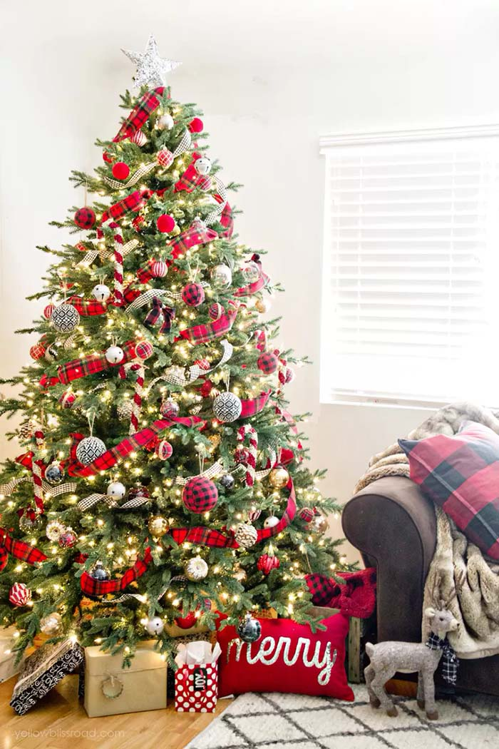 Red and Black Buffalo Check Christmas Tree #Christmas #buffalocheck #diy #decorhomeideas