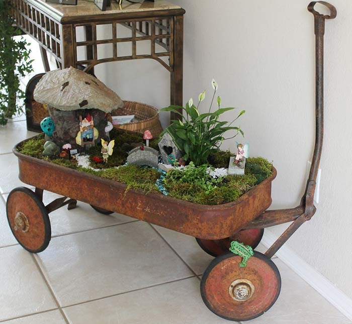 Rusty Wagon Fairy Garden #fairygarden #diy #decorhomeideas