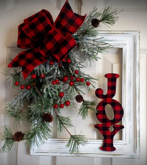 Shabby Distressed Frame Christmas Decor #Christmas #buffalocheck #diy #decorhomeideas